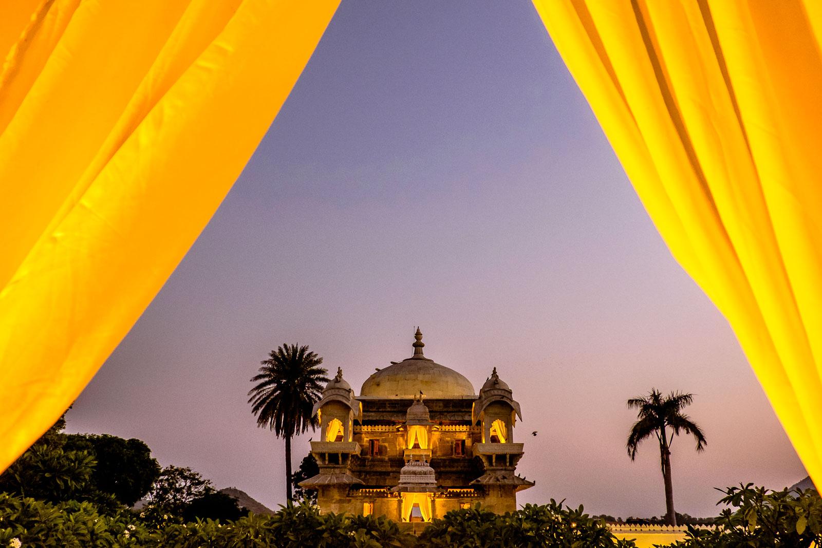 Enter Jagmandir, the palace on the lake