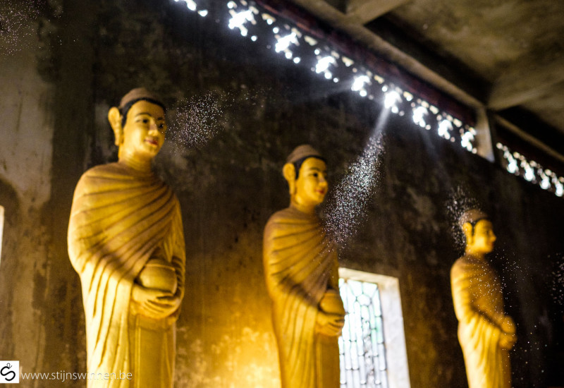 Rays of light in front of golden statues